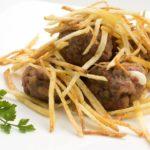 6046-1-albondigas-rellenas-de-queso-con-patatas-paja-xl-1280x720x80xX